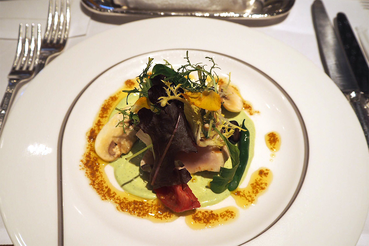 びんちょう鮪のグリルと季節野菜のサラダ