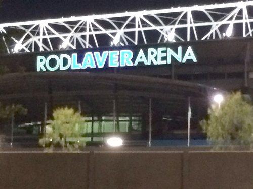 試合後のロッド・レーバー・アリーナ
